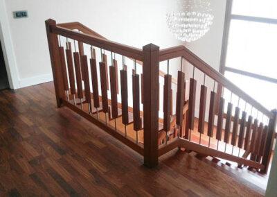 Escalera a medida en Madrid, hecha de madera de calidad